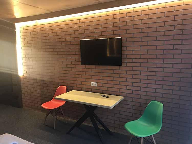 Телевизор в 3х местном номере Loft Hotel Буковель